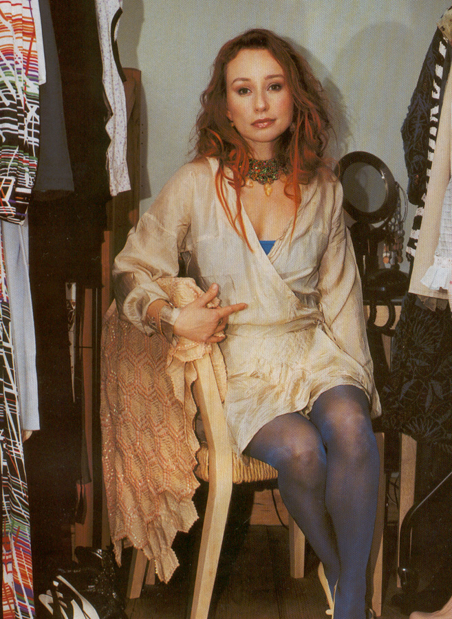 tori amos legs and boots